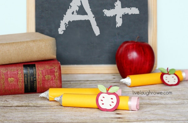 Back-to-School-Craft-of-Pencil-Treats-with-livelaughrowe.com
