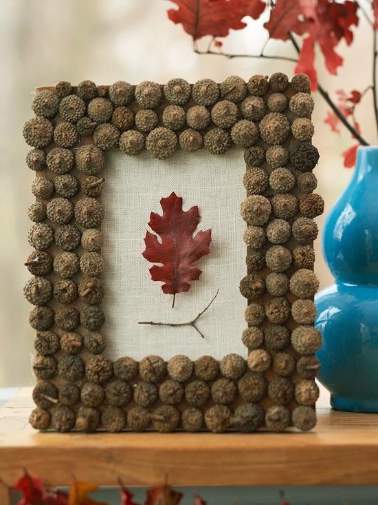 Bring the outdoors in this fall with an adorable acorn frame! | 11 Ways to Add Fall to Your Home