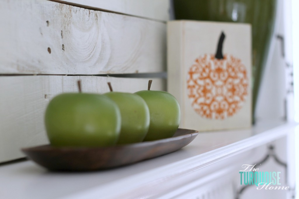 Planket Pallet Fall Mantel | The Turquoise Home