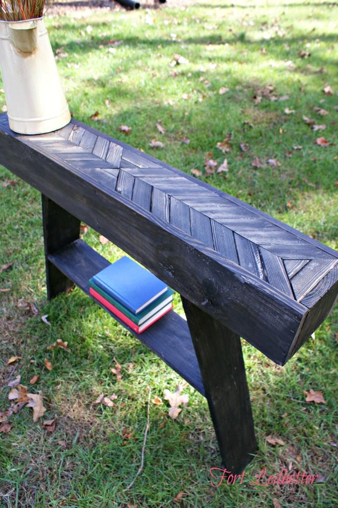DIY Pallet Entry Way Table