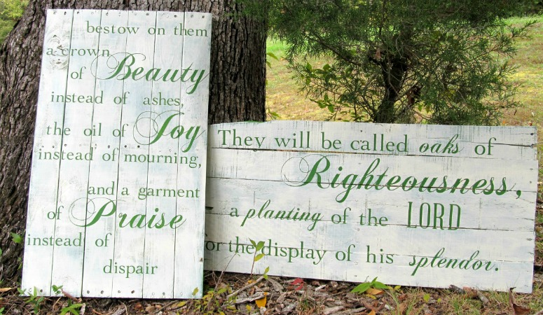 DIY Hand-Painted Pallet Signs