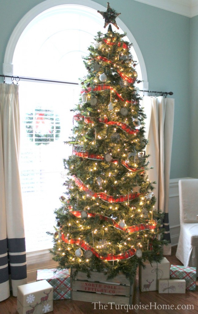 Christmas Home Tour 2013: Pretty in Plaid