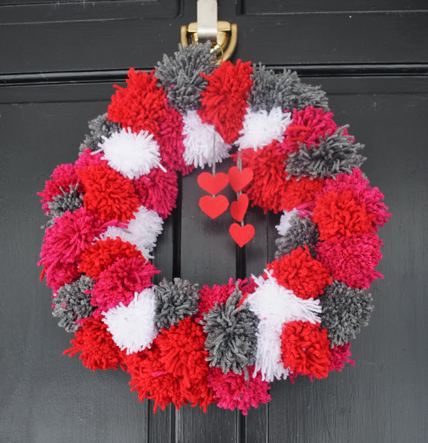 DIY Pom Pom Yarn Wreath