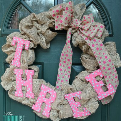 DIY Burlap Birthday Wreath {easily changeable for every season and holiday!} #DIY #burlap #wreath