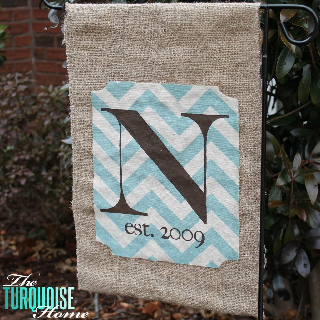 No-Sew Burlap Monogrammed Garden Flag {full tutorial}