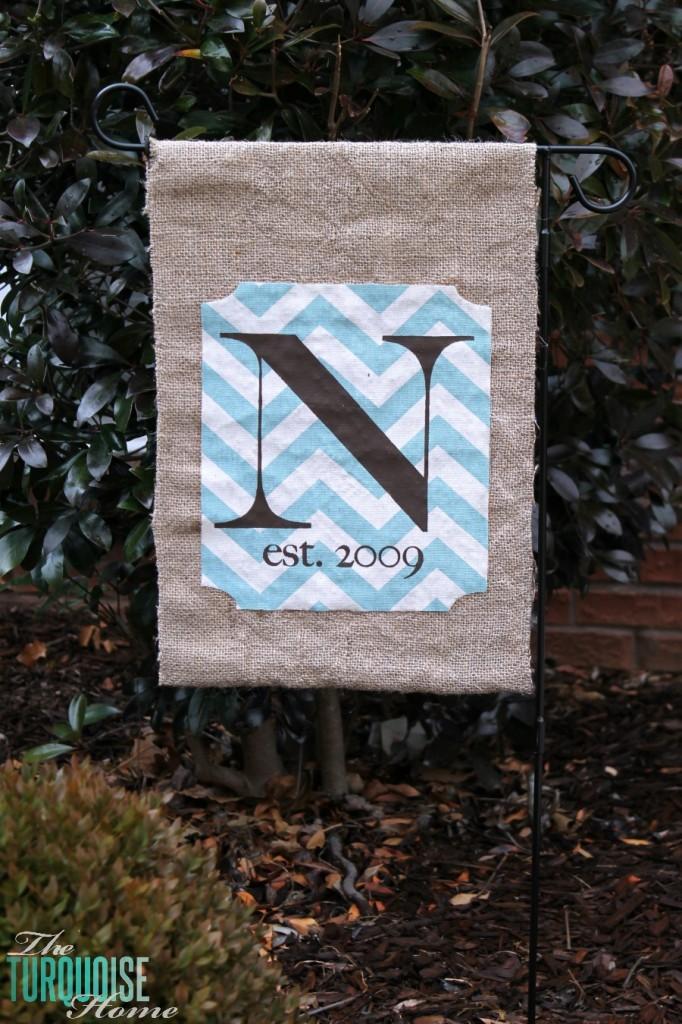 No-Sew Burlap Monogrammed Garden Flag {full tutorial}
