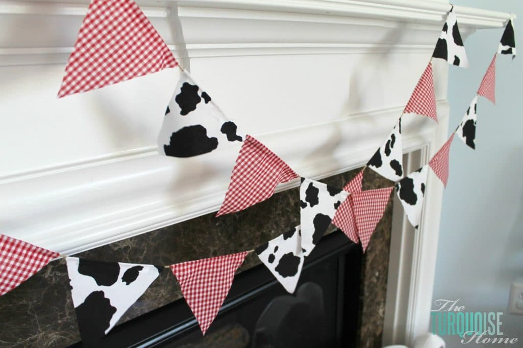 Barnyard Animal Birthday Party {with cute paper banner tutorial} #diy #party #barnyard