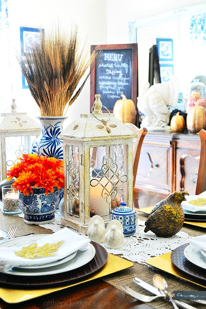 27 Gorgeous Thanksgiving Tablescapes |Blue and White Fall Dining Room