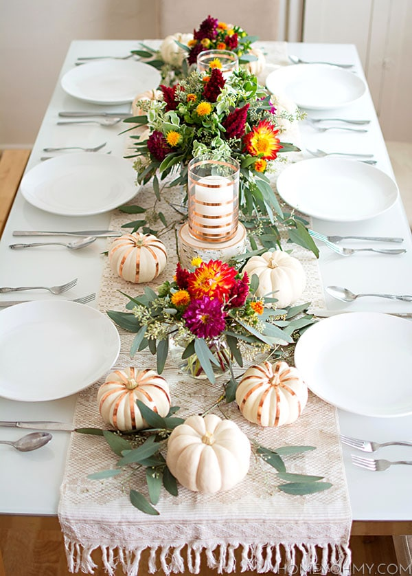 27 Gorgeous Thanksgiving Tablescapes | Festive Flowers Fall Table