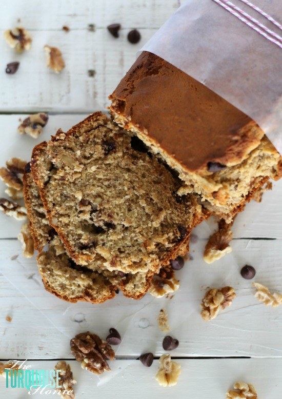 Who wouldn't want this warm and chocolatey goodness as a neighbor or hostess gift this holiday season?? Chocolate Walnut Banana Bread | TheTurquoiseHome.com