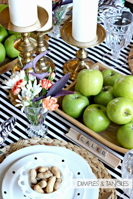 27 Gorgeous Thanksgiving Tablescapes |Black, White and Green Fall Tablescape