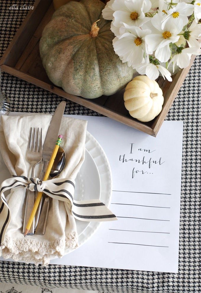 27 Gorgeous Thanksgiving Tablescapes | Natural and Rustic Table with Free Printable Thanksgiving Placemats