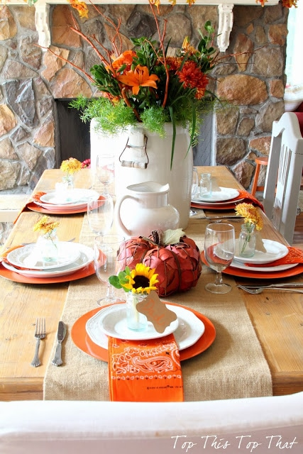 27 Gorgeous Thanksgiving Tablescapes | Simple Fall Tablescape