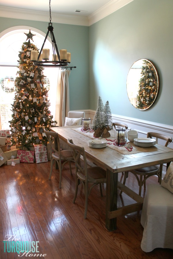 Simple and Rustic Christmas Dining Room | TheTurquoiseHome.com