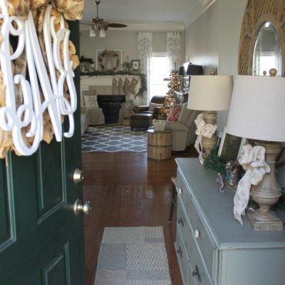Christmas Decorating in the Entry Way | TheTurquoiseHome.com