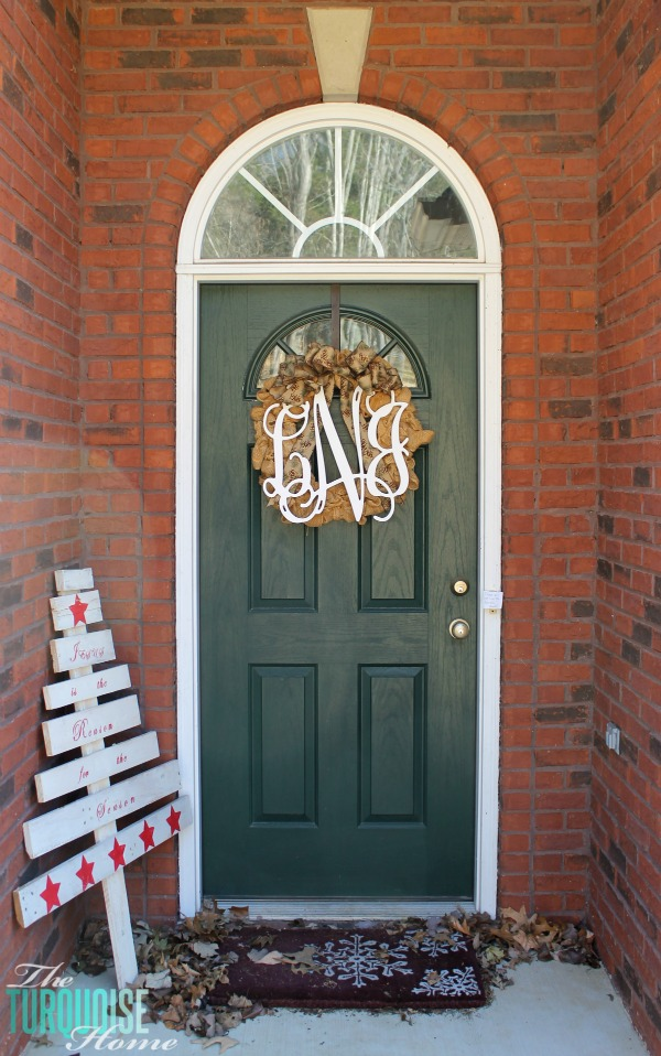 Christmas Decorating Outside | TheTurquoiseHome.com