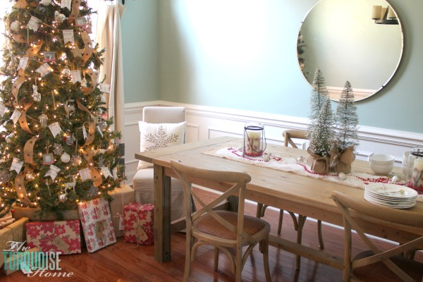 simple and rustic christmas dining room theturquoisehomecom - Dining Room Christmas Decorations