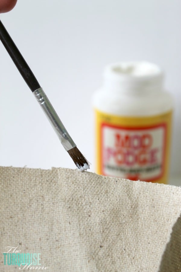 Quick tip: How to Keep Burlap or Canvas from Fraying   TheTuquoiseHome.com