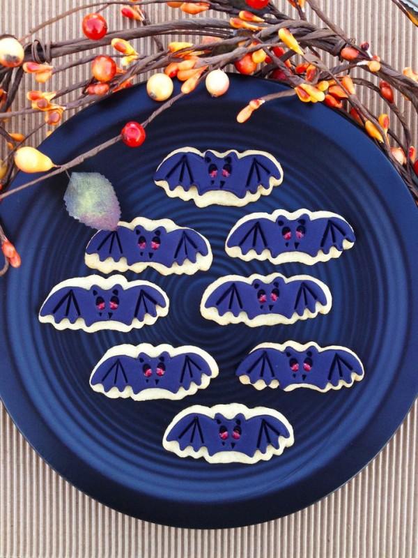bat-sugar-cookies1-600x800