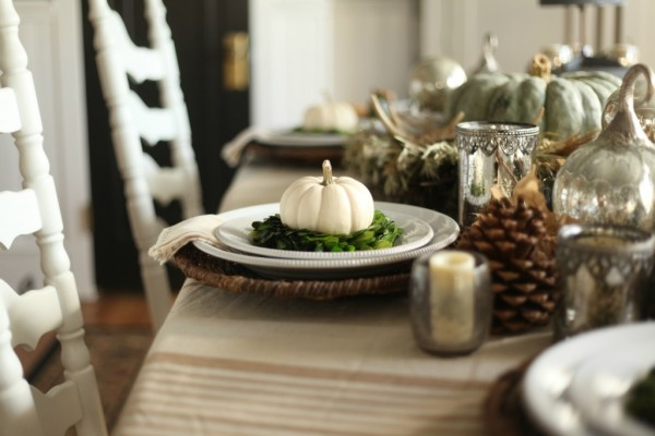 traditional-thanksgiving-table-setting