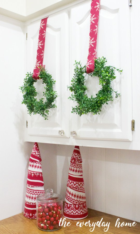 How to Make Mini Faux Boxwood Wreaths | The Everyday Home