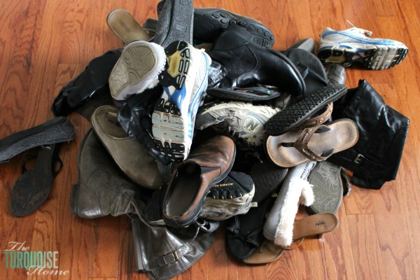 Decluttering the Master Closet {shoes} using the KonMari method | Details at TheTurquoiseHome.com