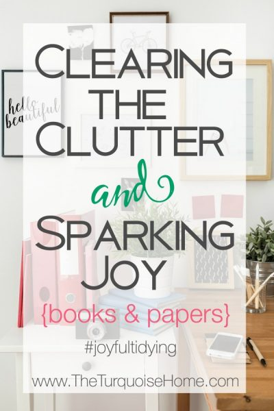 This is SO helpful!! How to declutter books and papers with the KonMari Method | TheTurquoiseHome.com