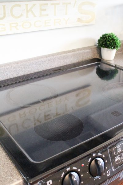 Don't mess with that toxic junk! Get your glass top sparkling with just 3 simple ingredients!   Toxin-Free Glass Stove Top Cleaner