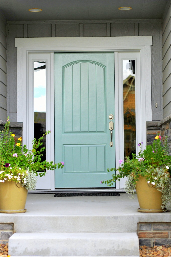 Inviting home exterior colors painting ideas the turquoise home for Exterior door colors benjamin moore