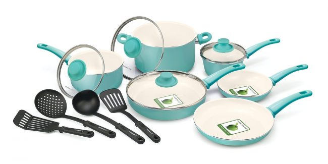 Wouldn't cooking be so fun with this turquoise cookware set? I love it!! | Top 15 Kitchen Gifts for the Turquoise Lover