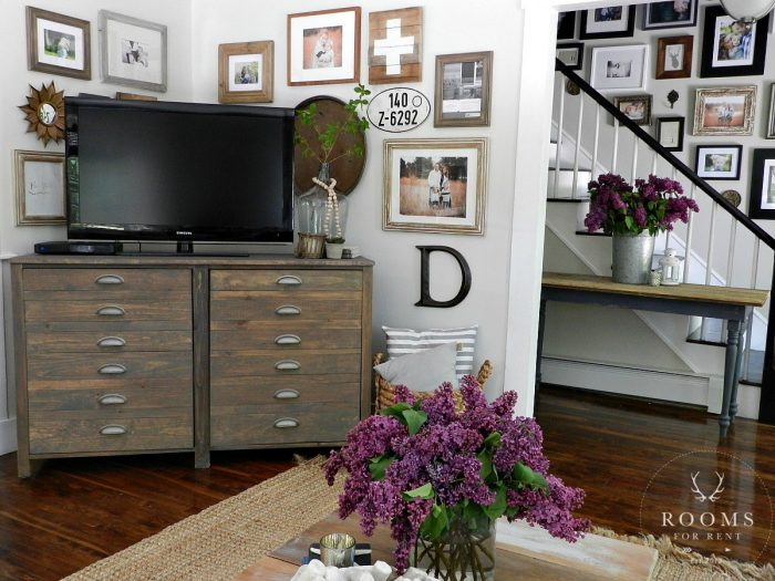 5 simple gallery wall ideas don 39 t be afraid it 39 s easy. Black Bedroom Furniture Sets. Home Design Ideas