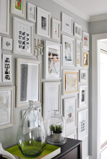 Full Wall Monotonous Gallery Wall | 5 Simple Gallery Wall Ideas