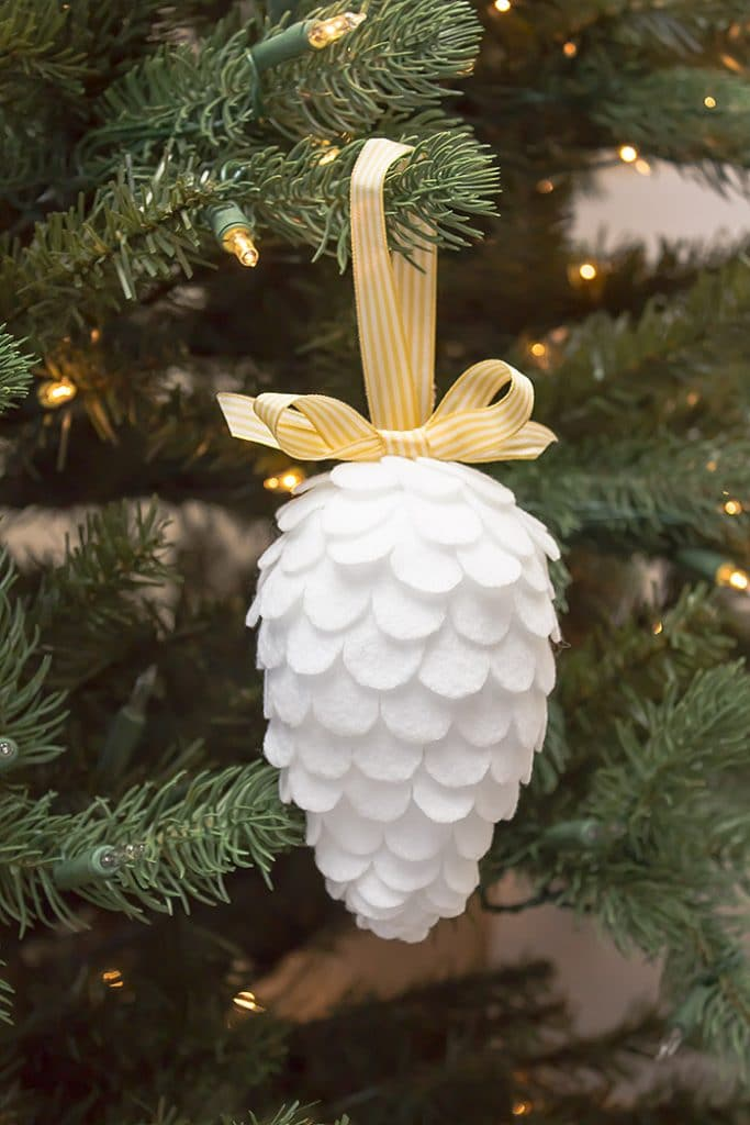 a-beautiful-faux-pinecone-christmas-felt-ornament-craft-for-your-christmas-tree-fecor-this-is-a-simple-and-gorgeous-diy-that-you-can-easily-make