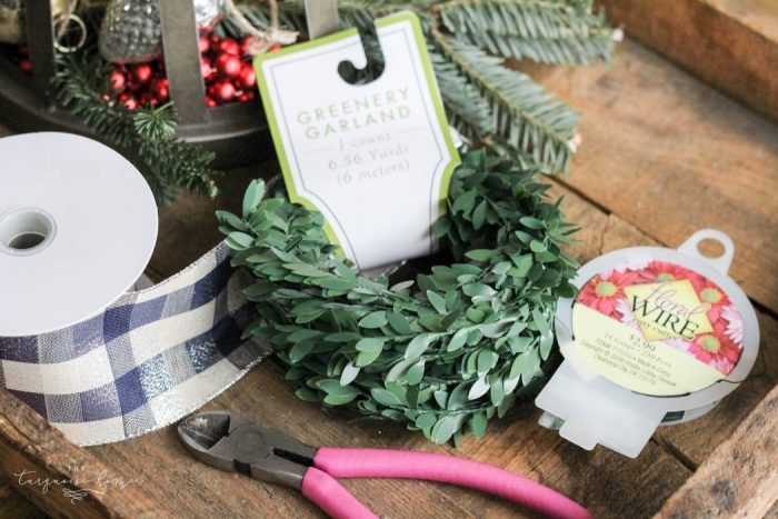 Kitchen Decor with DIY Christmas Kitchen Wreaths!