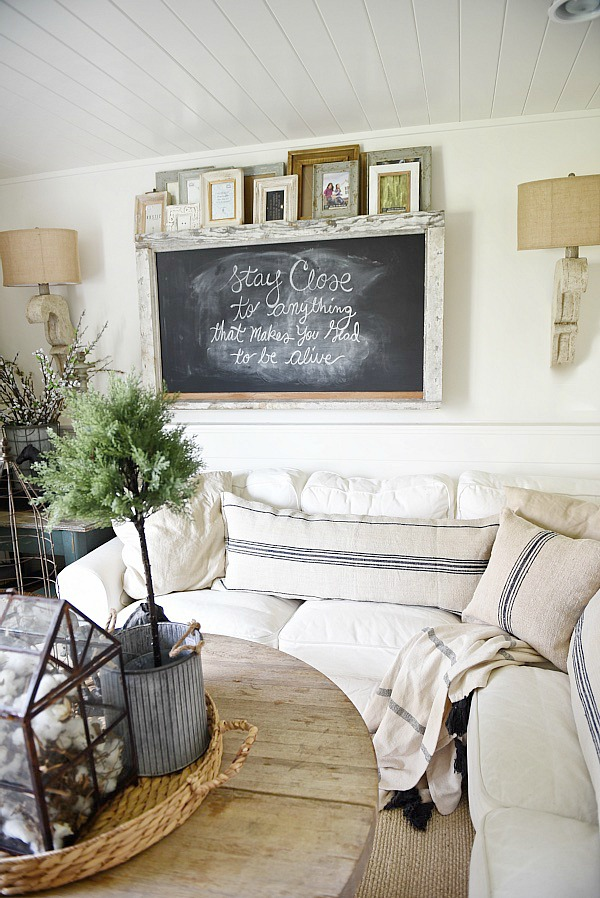 Marvelous Textured Farmhouse Living Room From Liz Marie Blog | 10 Stunning Farmhouse  Living Rooms