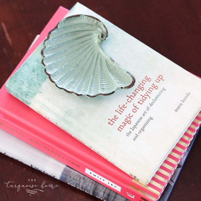 Favorite summer books to read! | Simply Beachy Summer Mantel at theturquoisehome.com