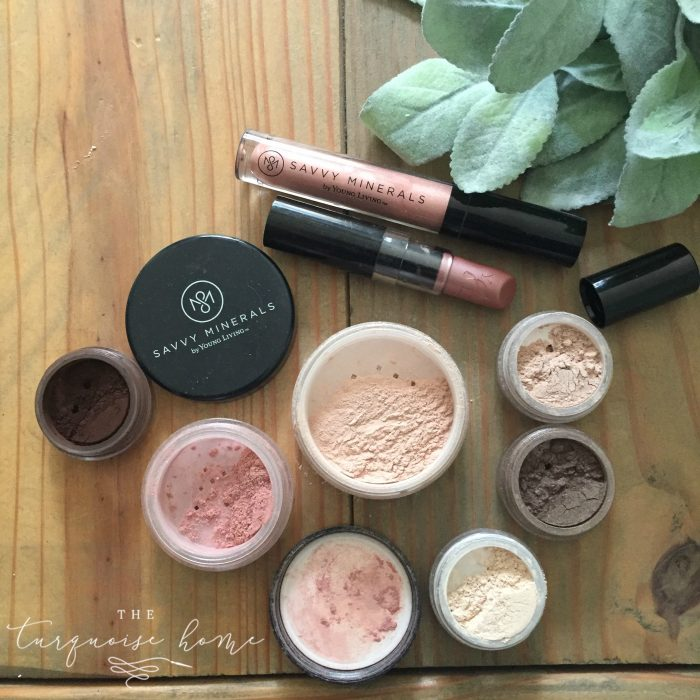 I love the neutral palette of this toxin-free mineral makeup! | Savvy Minerals Makeup
