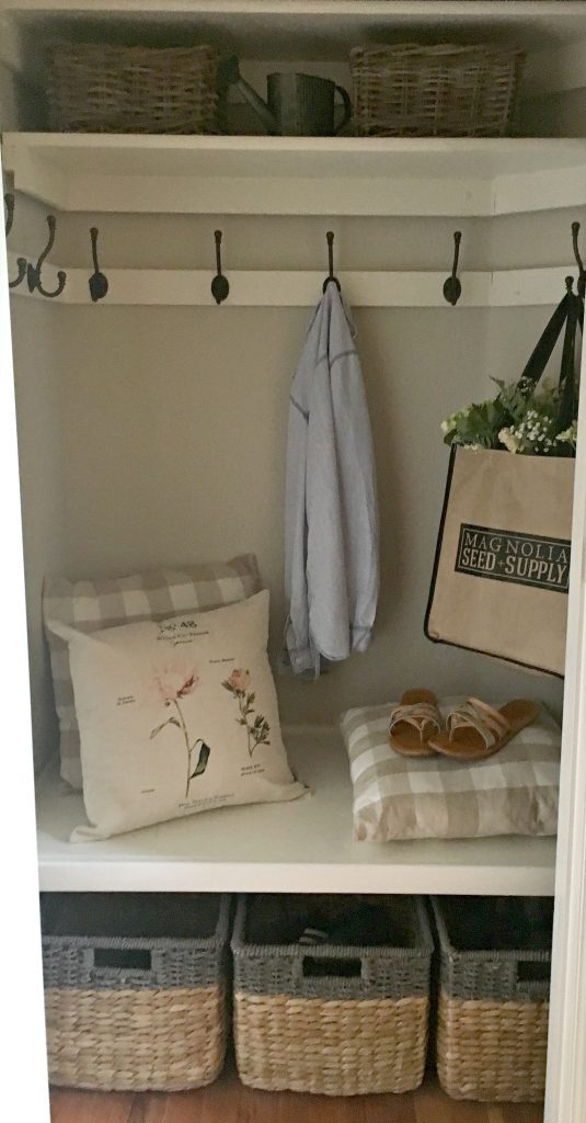 Bon Use A Small Hall Closet For Your Mudroom With These Simple Ideas!