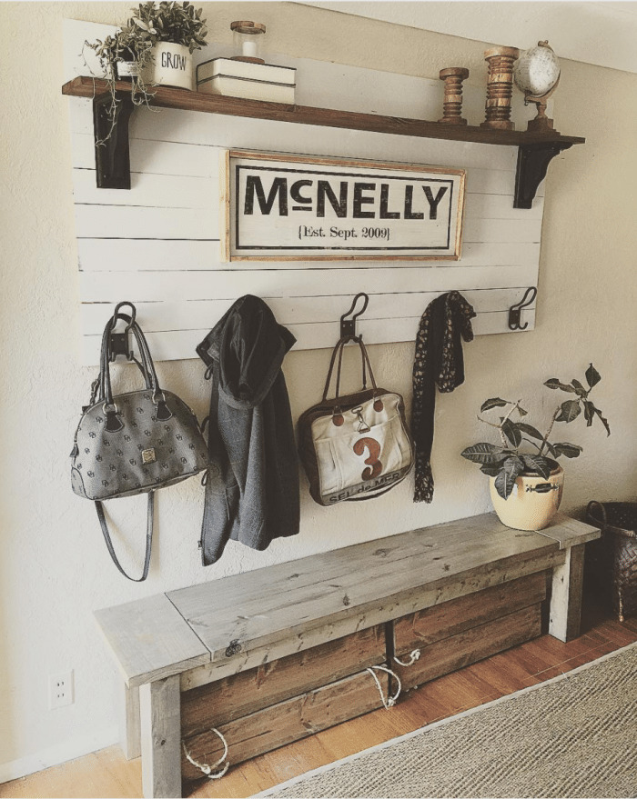 Great, simple mudroom ideas with hooks, a bench and baskets!