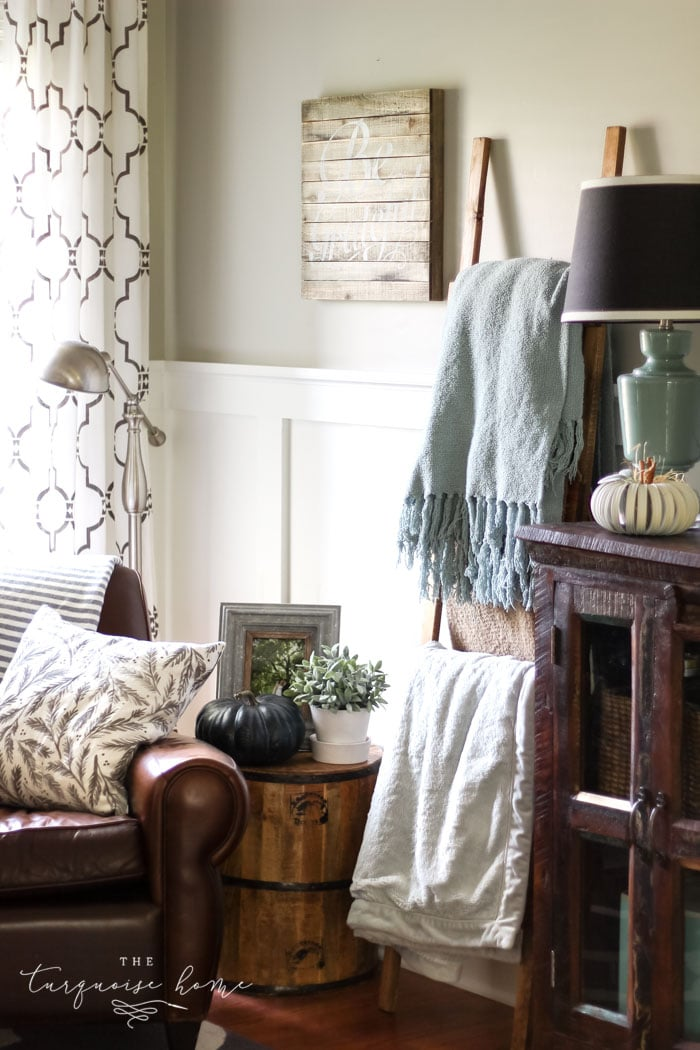A cozy fall corner with a blanket ladder, leather armchair - and pumpkins!! | Simple farmhouse fall mantel with a DIY wooden sign