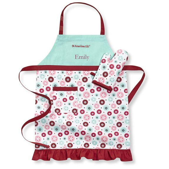 A personalize apron is perfect for those baking sessions with Mom or Grandma! Give your daughter or granddaughter one this Christmas! | The Best Gifts for Elementary-Aged Girls