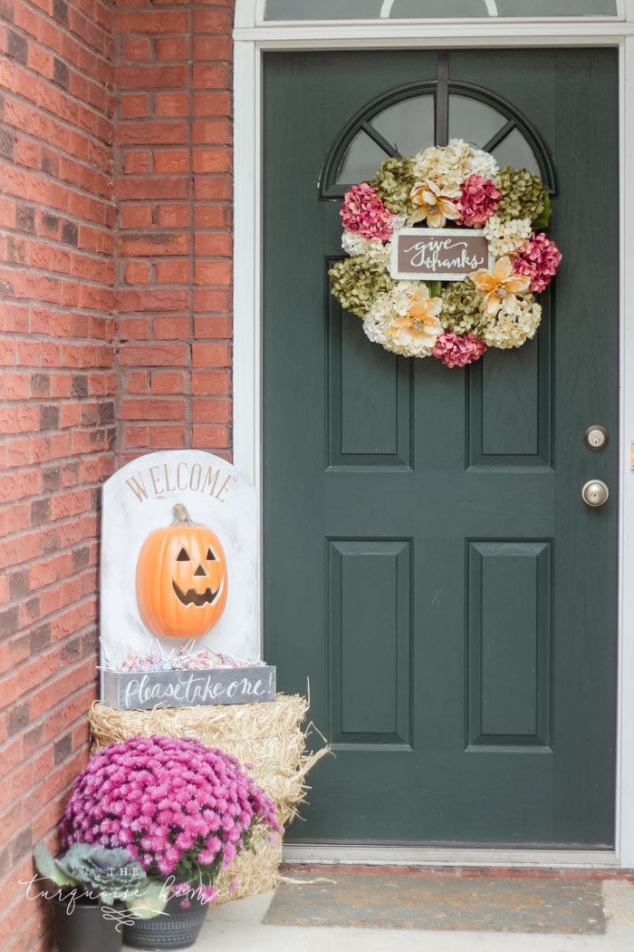 Love this fun candy holder for Halloween night!
