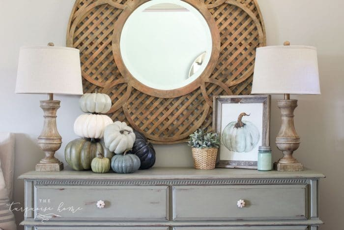 such a simple fall vignette in the entry way ... love the blues and greens!