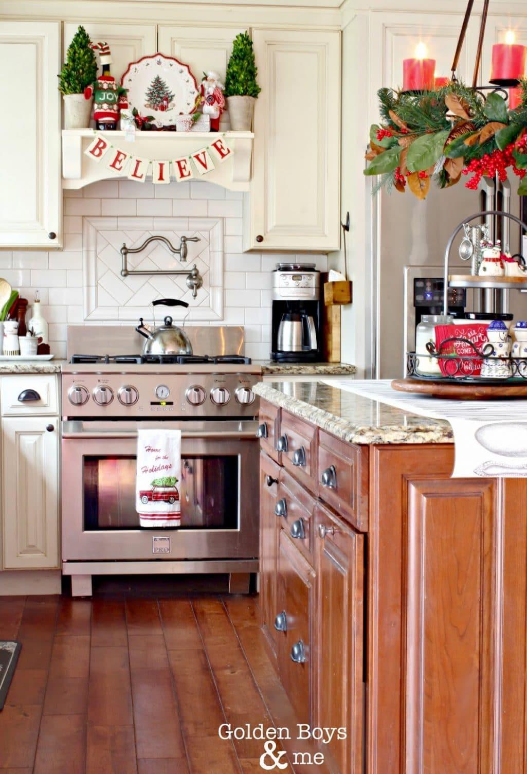 14 Fabulous Farmhouse Christmas Kitchens The Turquoise Home