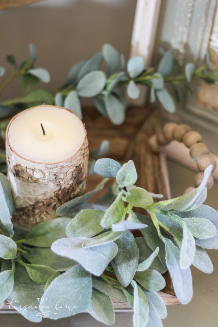A casual farmhouse vignette is perfect for anything who loved farmhouse decor! Top Gifts for the Farmhouse Decor Lover