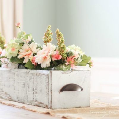 DIY Farmhouse Wooden Box Centerpiece | Kreg Jig | Woodworking | Rustic Home Decor | Farmhouse Decor