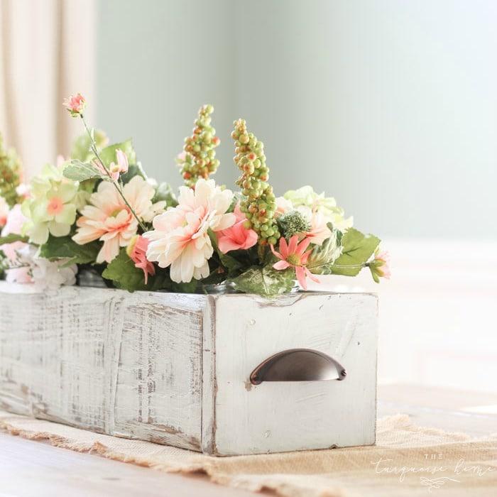 DIY Farmhouse Wooden Box Centerpiece | Kreg Jig | Woodworking | Rustic Home Decor | Farmhouse Decor