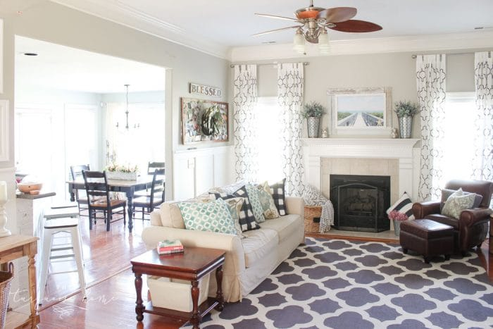 Simple beachy summer living room