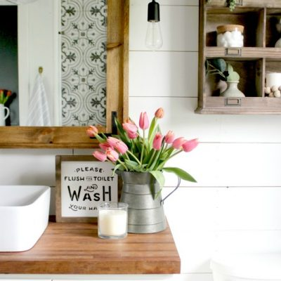 Essential Elements of a Farmhouse Bathroom