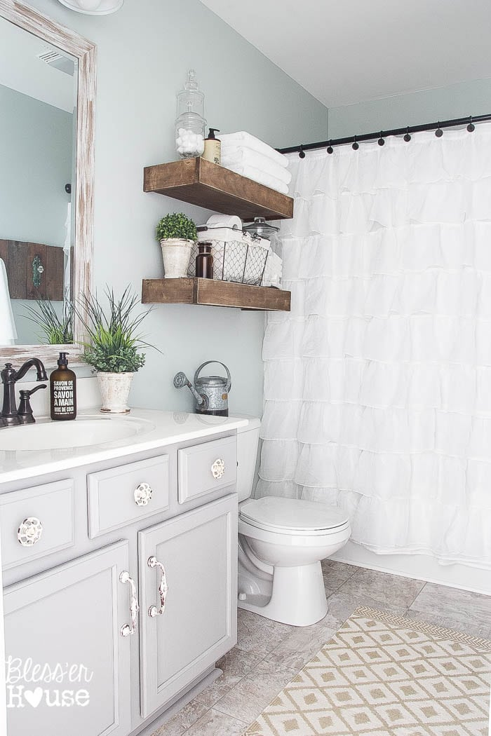 15 Gorgeous Farmhouse Bathrooms & 5 ways to create your own!